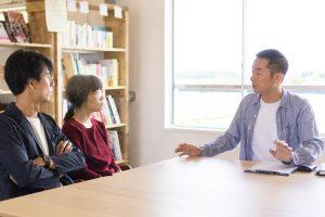 京阪老人ホーム紹介センター・ウェルカムホームの細川と、枚方つーしんのカトゥさん、フロさん
